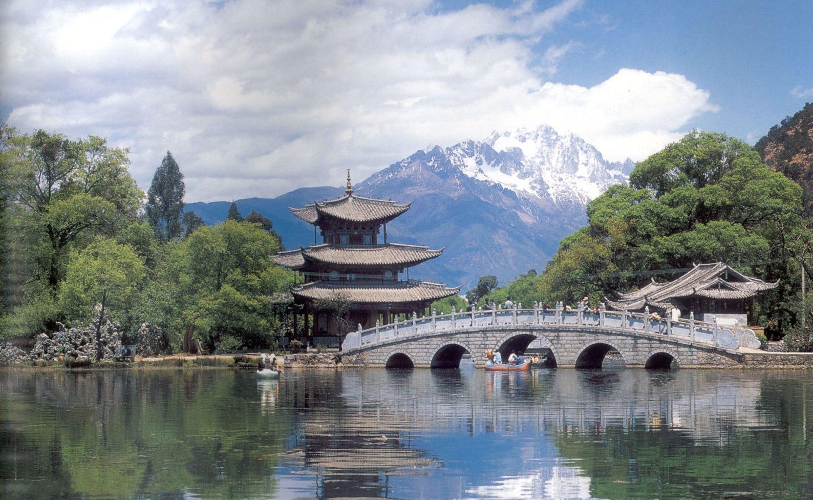 玉龙雪山, 云南丽江 (5,596m)